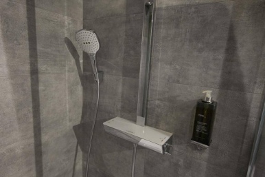 Shower at St Georges Inn Victoria