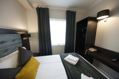 Double room at St Georges Inn Victoria